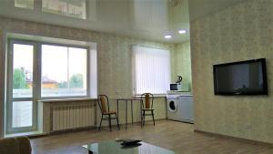 """Квартира-студия """"Атмосфера""""的电视和/或娱乐中心"""