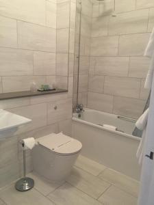 索伦托酒店&餐厅的一间浴室