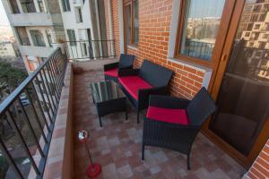 Old Tbilisi Luxurious Apartment的阳台或露台