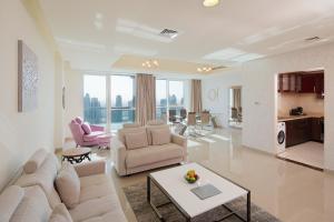 巴塞罗迪拜码头公寓的休息区