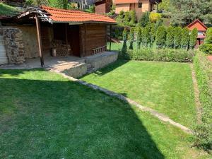 Chata Miška外面的花园