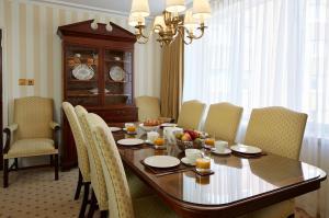 协瓦拓尼阁酒店餐厅或其他用餐的地方