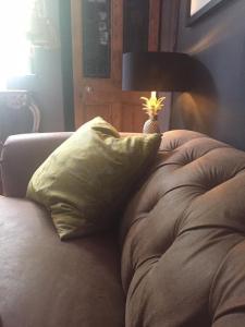 CHARMING COTTAGE & GARDEN客房内的一张或多张床位