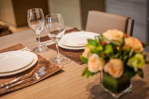 深圳雅诗阁美伦服务式公寓餐厅或其他用餐的地方