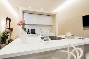 Fratta5 Luxury Apartment的厨房或小厨房