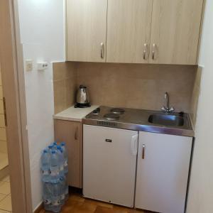 Villa Elpiniki的厨房或小厨房