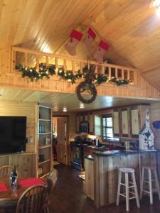 Reindeer Ranch At Round Top的厨房或小厨房