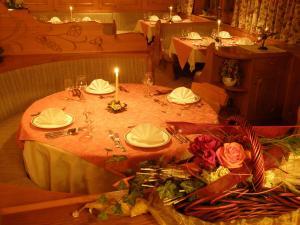 阿尔盆霍夫斯古瓦伊格酒店餐厅或其他用餐的地方