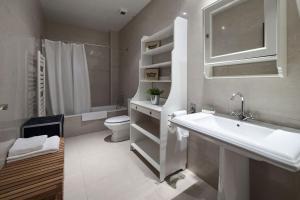 Habitat Apartments Alibei的一间浴室