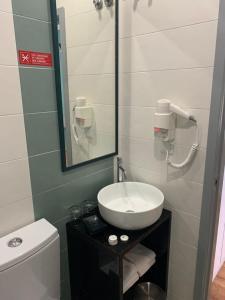 丰特鲁米诺萨酒店的一间浴室