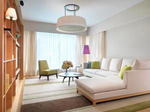 武吉锡兰逸兰服务式公寓酒店的休息区