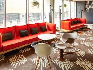 伦敦希思罗机场宜必思酒店酒廊或酒吧区