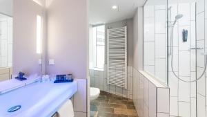 北城汉堡假日酒店 的一间浴室