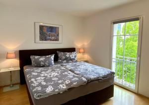 FeWo Riedel客房内的一张或多张床位