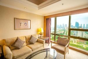 青岛颐中皇冠假日酒店的休息区