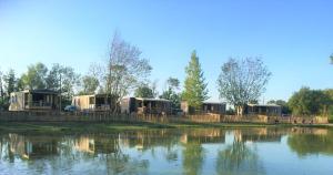 Camping la Haie Penée ****内部或周边的泳池