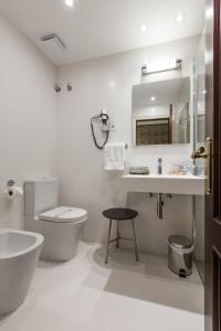 卡尔顿酒店的一间浴室