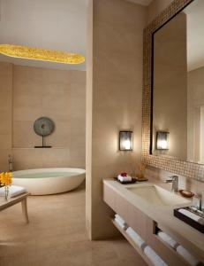 Resorts World Sentosa - Beach Villas (SG Clean)的一间浴室
