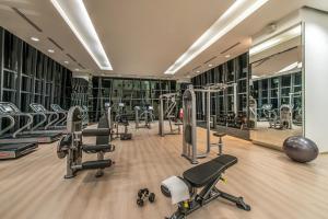 吉隆坡雅诗阁中心酒店的健身中心和/或健身设施
