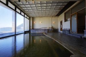 新鹤田酒店内部或周边的泳池