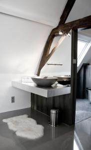 天堂套房酒店的一间浴室