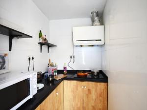 明堂上海南京路青年旅舍的厨房或小厨房