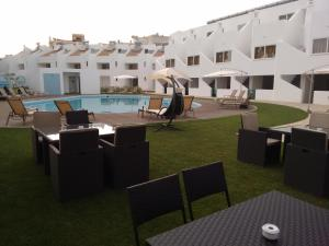 拉戈阿度假屋内部或周边的泳池
