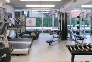 渥太华SMR里斯加公寓式酒店的健身中心和/或健身设施