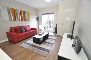 格勒贝自助式现代一卧室公寓(3 COW)的休息区