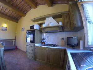 特吉利奥乡村民宿的厨房或小厨房