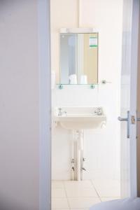 海豚酒店的一间浴室