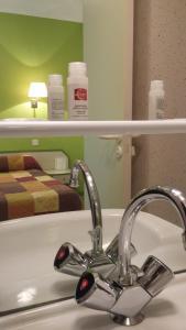 Maison Hôtel Restaurant Aux Cerisiers的一间浴室