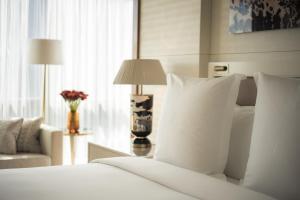 天津四季酒店客房内的一张或多张床位