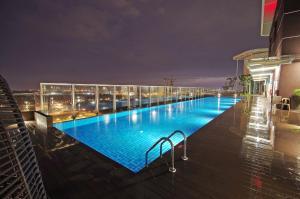 缘分公寓内部或周边的泳池