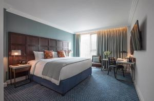 Clayton Hotel Cambridge formerly The Tamburlaine Hotel客房内的一张或多张床位