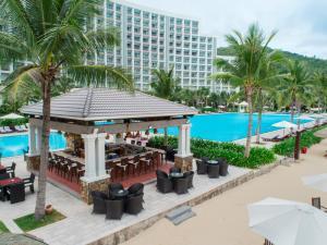 芽庄湾芬珍珠度假酒店及Spa内部或周边泳池景观
