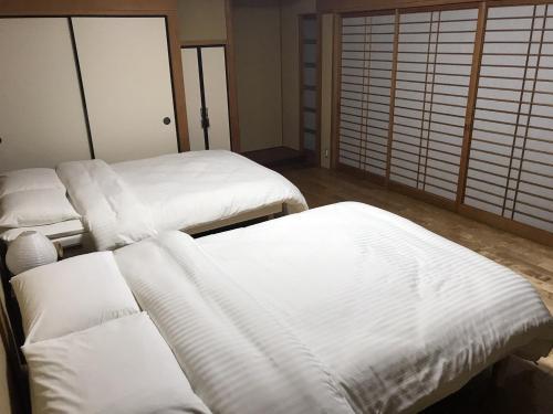 洪朵莉旅馆客房内的一张或多张床位