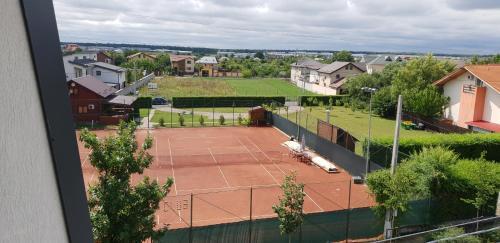 Denisa Apartamente内部或周边的网球和/或壁球设施