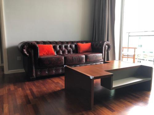 Penthouse Residence @ Shore Residences的休息区
