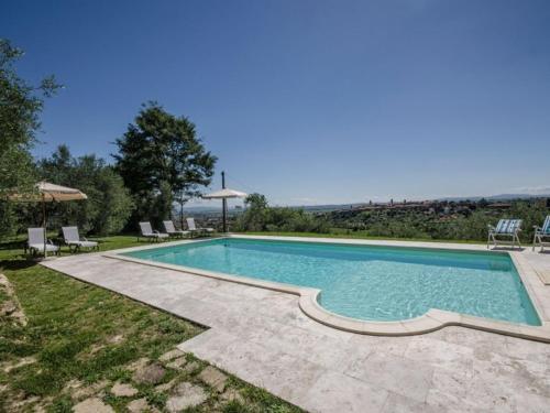 Selvanelli Villa Sleeps 11 Pool WiFi内部或周边的泳池