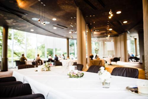 瓦赛博格安霍尔特罗曼蒂克酒店餐厅或其他用餐的地方