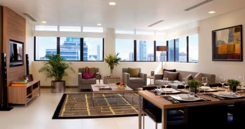 8 on Claymore Serviced Residences - By Royal Plaza on Scotts (SG Clean)餐厅或其他用餐的地方