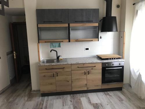 A ca di Elisa&Pietro的厨房或小厨房