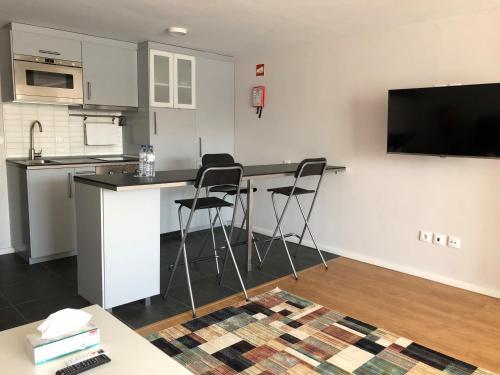 Be Oporto Apartments Clérigos的厨房或小厨房