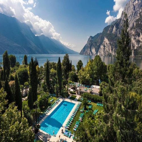 杜拉克杜帕克大度假胜地内部或周边泳池景观