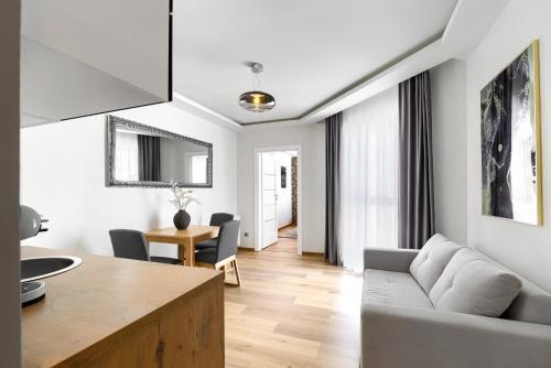 Toress Apartamenty Deptak的厨房或小厨房