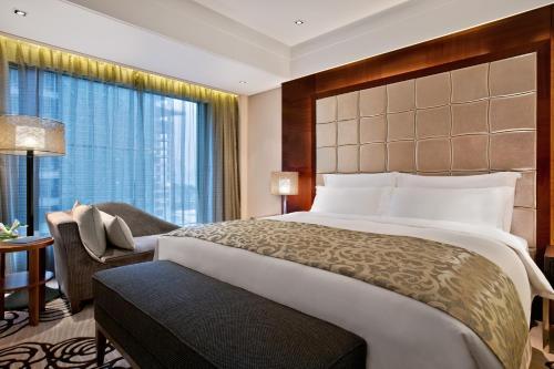 重庆凯宾斯基酒店客房内的一张或多张床位