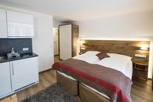 B-Inn Apartments Zermatt的厨房或小厨房