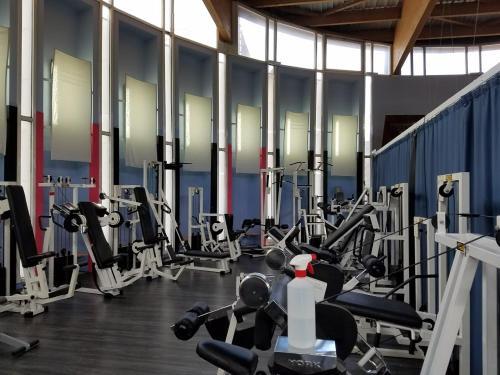里姆普公寓式酒店的健身中心和/或健身设施