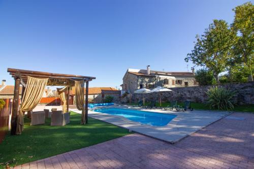 Casa da Lomba内部或周边的泳池